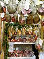 la doja salsiccia ricoperta da strutto fuso debve il suo nome al contenitore in cui viene preparata un canestro di terracotta detto appunto doja
